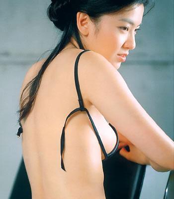 com 男人为何喜欢摸女人的胸部