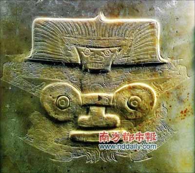 """大量出现在良渚时期玉琮、玉钺上的""""神徽""""图像�D�D""""神人兽面纹""""。它被认为是连接当时社会的纽带。"""