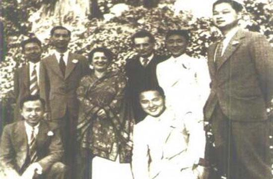 CCTV.com-1938年,钱学森合几位亚裔同事在冯